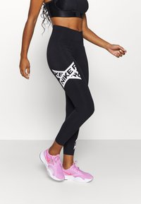 Nike Performance - 7/8 TROMPE  - Legginsy - black/white - 0