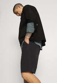 Carhartt WIP - CLOVER LANE - Shorts - black - 3