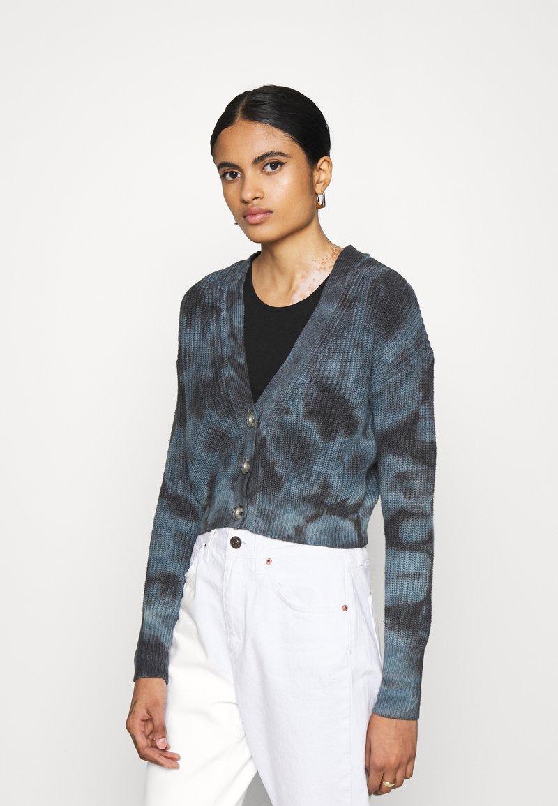 BDG Urban Outfitters - AMARA TIE DYE CARDIGAN - Cardigan - blue