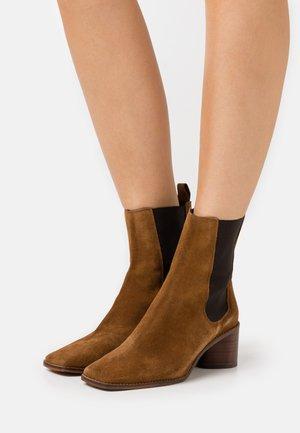 BERGAMOTE - Classic ankle boots - cognac