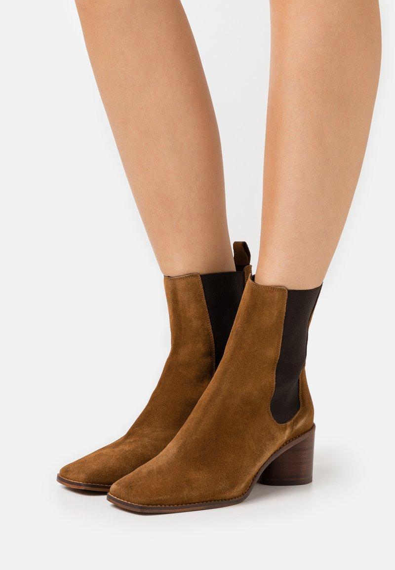 Jonak - BERGAMOTE - Classic ankle boots - cognac