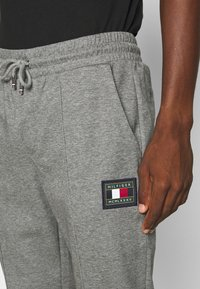 Tommy Hilfiger - ICON - Tracksuit bottoms - grey - 3