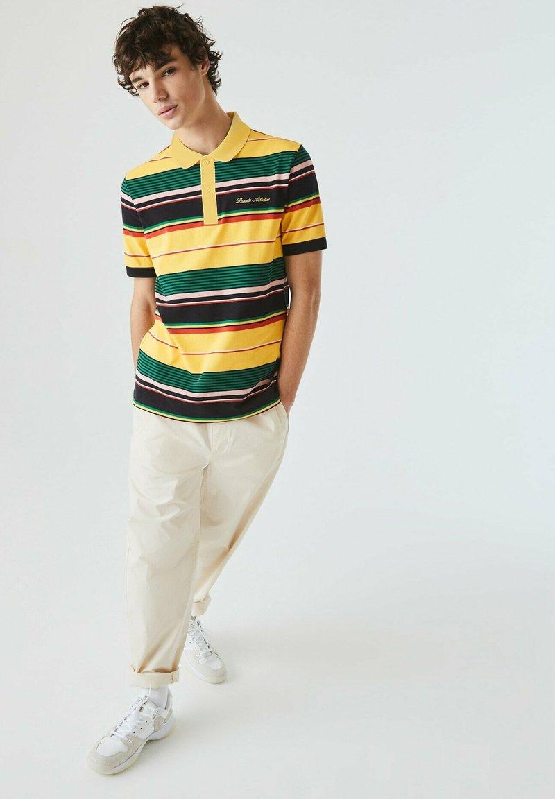 Lacoste LIVE - Polo shirt - jaune / blanc