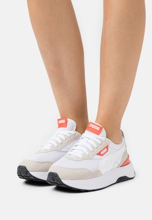 CRUISE RIDER CLASSIC - Sneaker low - white/marshmallow/hot coral