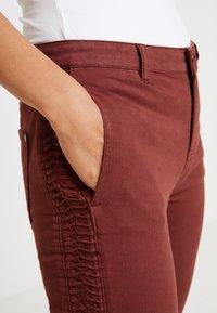 Yargici - FOLD DETAILED TROUSER - Slim fit jeans - bordeaux - 5