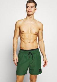 Calvin Klein Swimwear - MEDIUM DOUBLE - Surfshorts - green - 0