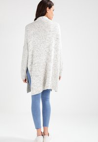 Urban Classics - OVERSIZED  - Cardigan - white/grey - 2