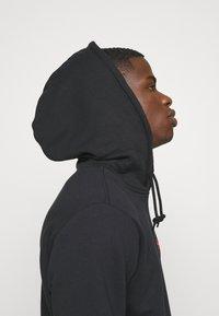adidas Originals - ESSENTIAL HOODY UNISEX - Hoodie - black/scarle - 3