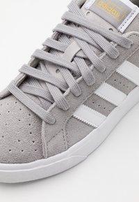 adidas Originals - BASKET PROFI UNISEX - Trainers - solid grey/footwear white/gold metallic - 5