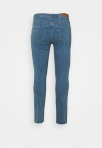 Vero Moda Curve - VMMANYADINA CROPPED - Jeans Skinny Fit - medium blue denim - 7