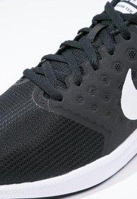 Nike Performance - DOWNSHIFTER 7 - Obuwie do biegania treningowe - black/white/anthracite - 5