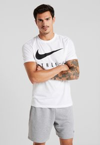 Nike Performance - DRY TEE ATHLETE - Print T-shirt - white/black - 0