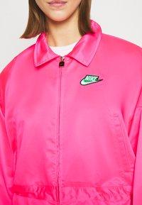Nike Sportswear - W NSW ICN CLSH LNG JKT SATIN - Summer jacket - hyper pink - 5