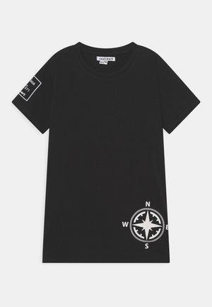 CBOYSTER TEE - T-shirts print - caviar