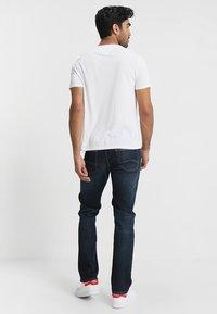 Tommy Jeans - ORIGINAL TRIBLEND V-NECK TEE REGULAR FIT - Basic T-shirt - classic white - 2