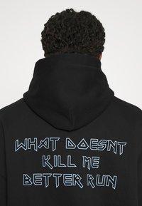 WRSTBHVR - BETTER RUN HOODIE UNISEX - Sweatshirt - black - 7