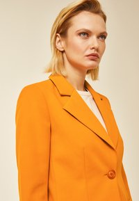 IVY & OAK - Short coat - orange - 3
