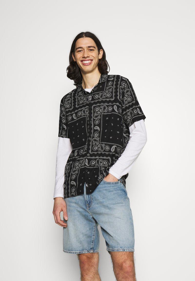 Hollister Co. - BANDANA - Shirt - black