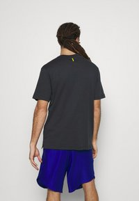 Under Armour - CURRY COMING IN HOT TEE - T-shirts print - black - 2