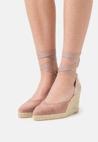 Castañer - JOYCE - Sandály na platformě - dusty pink - 0