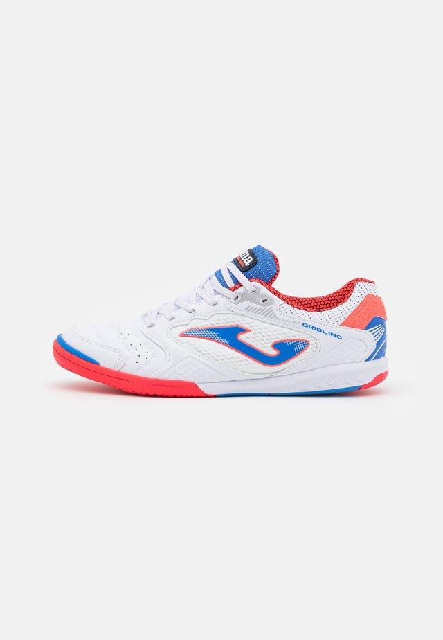 DRIBLING - Futsal-kengät - white/blue