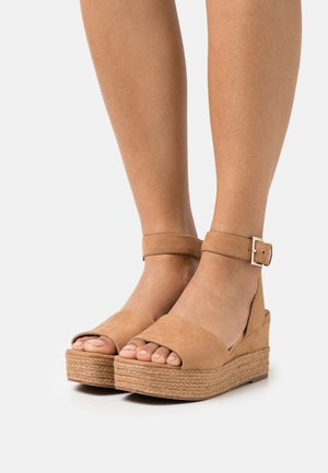 LILLIAN - Platform sandals - light brown