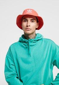 adidas Originals - BUCKET HAT UNISEX - Chapeau - flared - 1