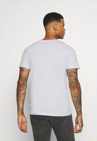 Burton Menswear London - SHORT SLEEVE CREW 5 PACK - T-shirt basic - burgundy/olive - 2