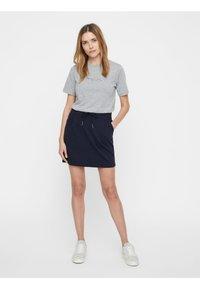 Vero Moda - VMEVA SHORT SKIRT NOOS - A-line skirt - dark blue - 1