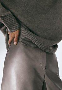 Massimo Dutti - MIT STEHKRAGEN  - Trui - grey - 5