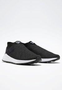 Reebok - EVER ROAD DMX SLIP ON 2 - Neutral running shoes - black - 2