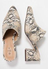 Call it Spring - AUGGEN VEGAN - Pantofle na podpatku - medium beige - 3