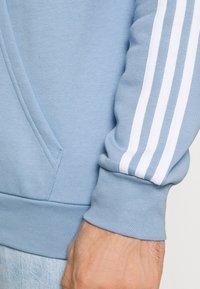 adidas Originals - 3-STRIPES HOODY ORIGINALS ADICOLOR SWEATSHIRT HOODIE - Hoodie - ambient sky - 4