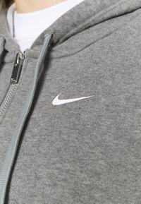 Nike Performance - DRY GET FIT  - Zip-up hoodie - carbon heather/particle grey/white - 3