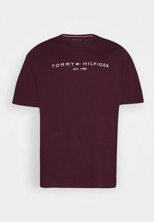 LOGO TEE BIG & TALL - T-shirt med print - deep burgundy