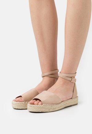 KAIRA - Sandały na platformie - nude