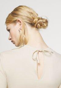 NU-IN - STEFANIE GIESINGER X nu-in CUT OUT LONG SLEEVE MINI DRESS - Shift dress - beige - 5