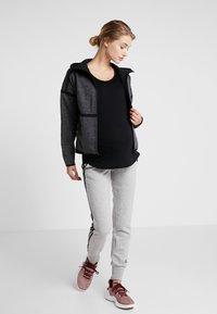 Cotton On Body - MATERNITY GYM TEE - Basic T-shirt - black - 1