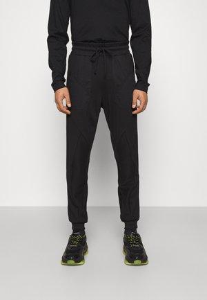 REFRACT SEGMENT TRACK PANTS - Jogginghose - black