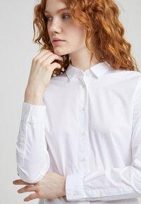 CLOSED - DEVIN - Button-down blouse - white - 4