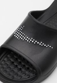 Nike Sportswear - VICTORI ONE SHOWER SLIDE - Matalakantaiset pistokkaat - black/white - 5