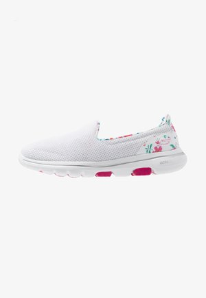 GO WALK 5 - Zapatillas para caminar - white/multicolor