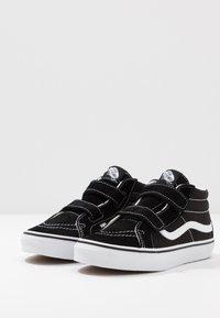 Vans - SK8 MID - Vysoké tenisky - black/true white - 3