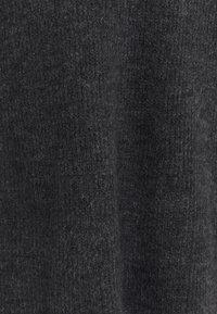 ONLY Tall - ONLJANA COWLNCK DRESS  - Pletené šaty - dark grey melange - 2