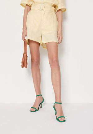 BABETTE SARAH - Shorts - light yellow