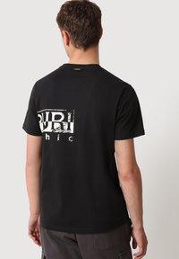 Napapijri - SILEI - T-shirt print - black - 2