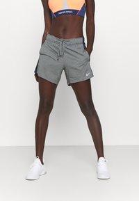 Nike Performance - DRY - Pantaloncini sportivi - smoke grey heather/obsidian/white - 0