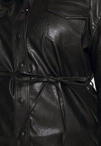 Glamorous Curve - SHIRT JACKETS - Faux leather jacket - black - 5