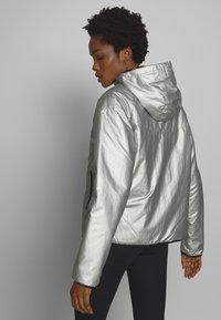 Nike Sportswear - Lehká bunda - metallic silver - 2