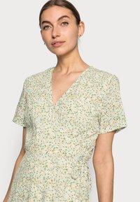 Moss Copenhagen - EVETTE WRAP DRESS - Day dress - ecru flower - 3